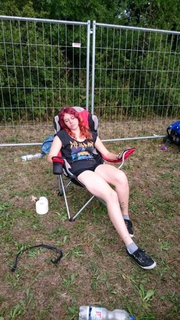 im-stuhl-schlafen-camp-byh