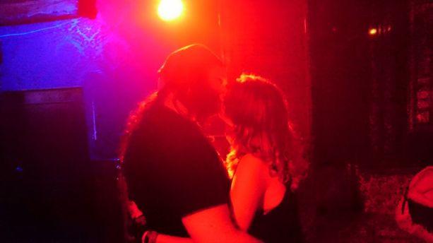 bar festival paunchy kuss