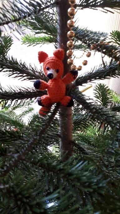 fuchs_im_Weihnachtsbaum